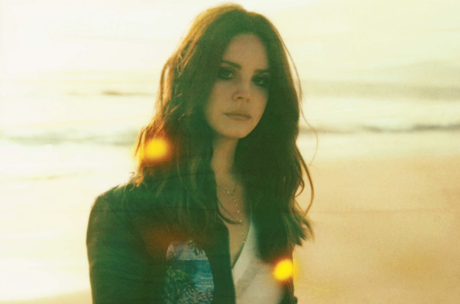 lana-del-rey-press-may-2016-beach-billboard-1548